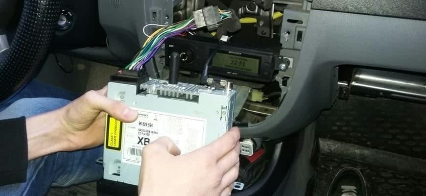 Как снять магнитолу на машине Шевроле Лачетти