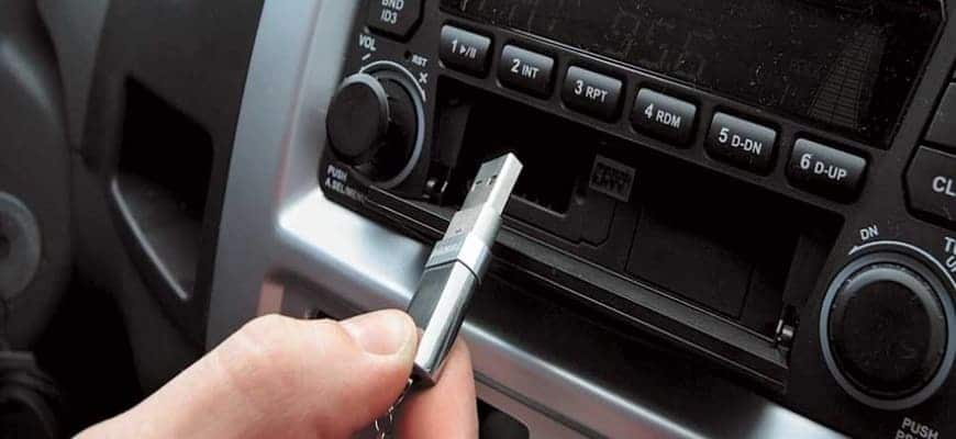 Магнитола в авто не видит накопитель
