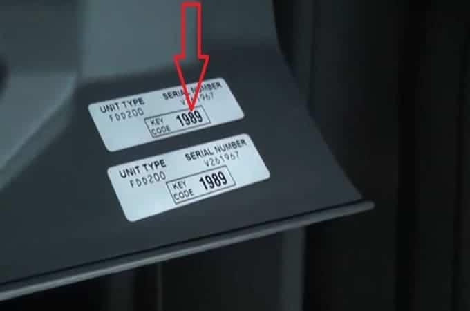 Наклейка с кодом магнитолы