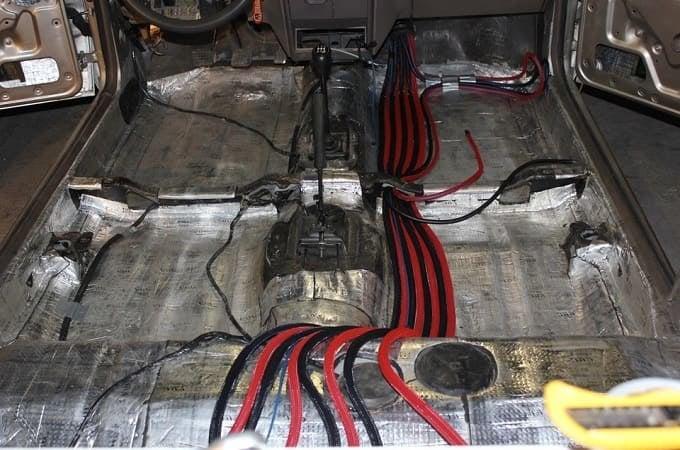 Прокладка проводов в салоне авто