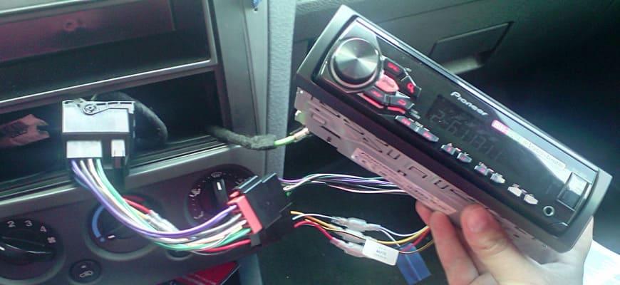 Установка магнитолы Пионер в машину