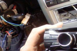 Как подключить магнитолу через замок зажигания в машине