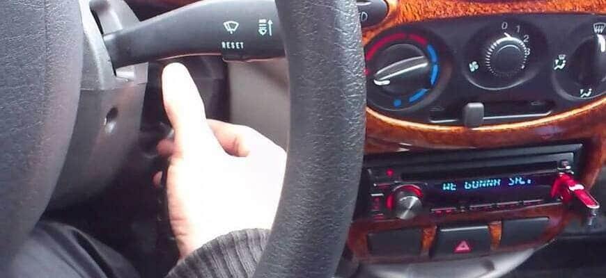 Магнитола выключается при запуске двигателя в авто