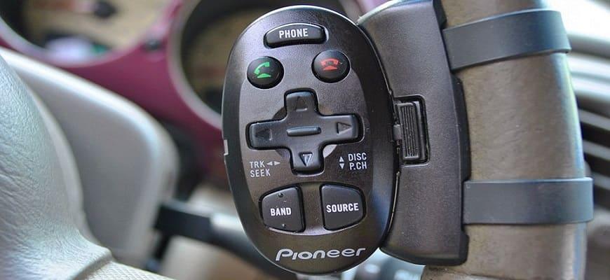 Универсальный черный пульт для автомагнитолы на руль