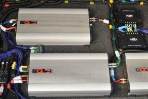 Как подключить 2 усилителя к магнитоле с 1 или 2 RCA-выходами в авто и схема подсоединения