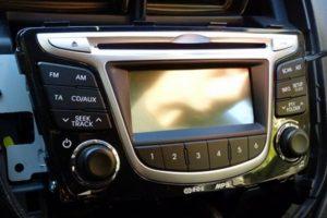 Как снять штатную магнитолу на Hyundai Solaris