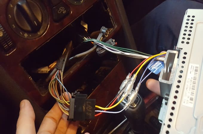 Неисправности кабеля питания в магнитоле