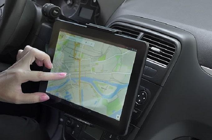 Планшет вместо навигатора в машине