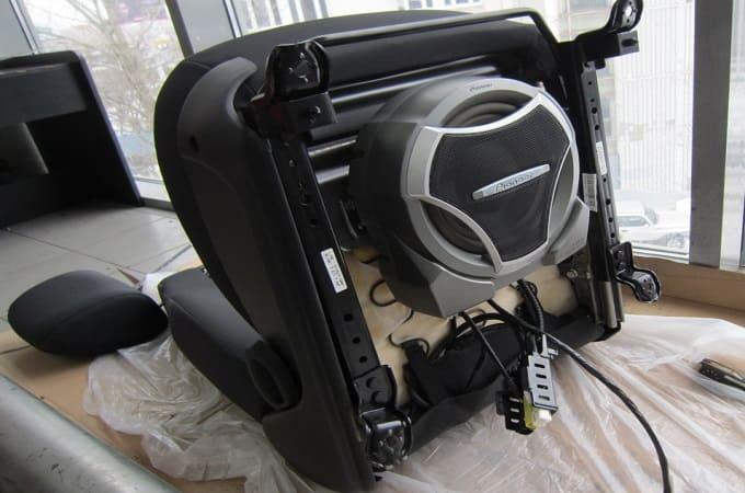Крепление сабвуфера под сиденье автомобиля