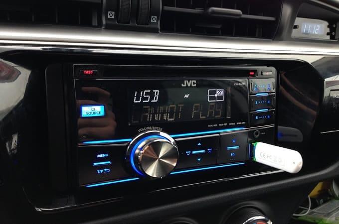 Почему магнитола не читает флешку с музыкой в машине