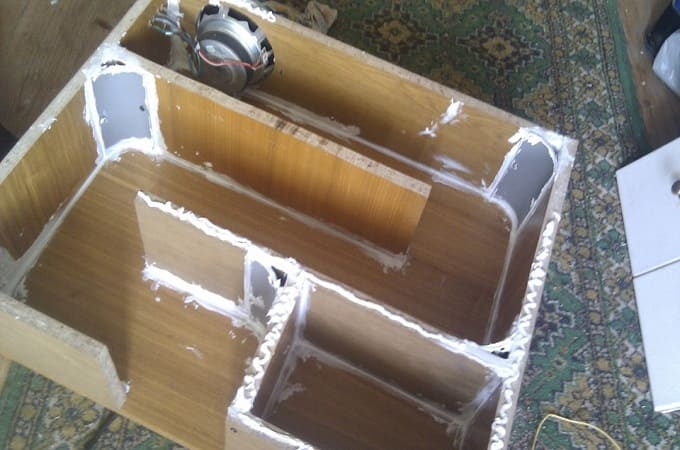 Швы короба обрабатываются герметиком