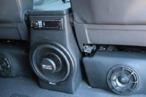 Как установить плоский сабвуфер под сиденье автомобиля и активный в подлокотник заднего сиденья