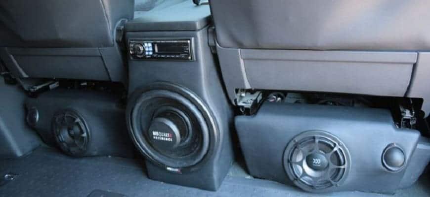 Установка сабвуфера под сиденье автомобиля