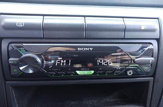Магнитола Sony DSX-A212UI в авто