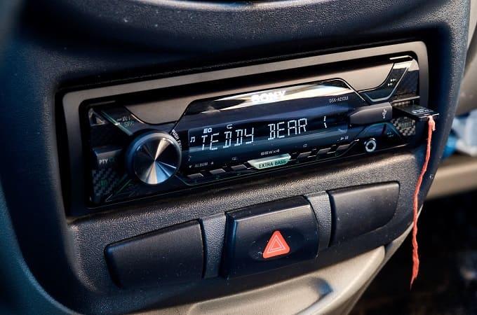 Магнитола Sony DSX-A212UIQ в авто