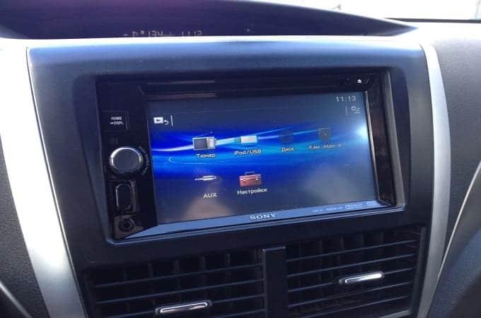 Магнитола Sony XAV-65 в авто