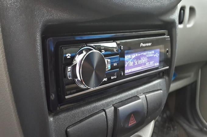 Pioneer DEH-80PRS в машине