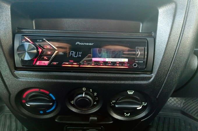 Pioneer MVH-S100UB в автомобиле