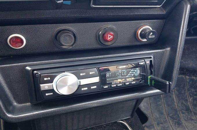Автомагнитола Mystery MAR-919U в авто