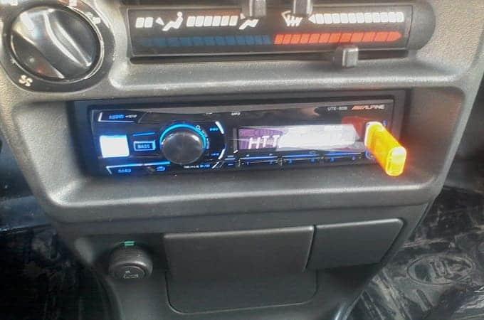 Магнитола Alpine UTE-80B в авто