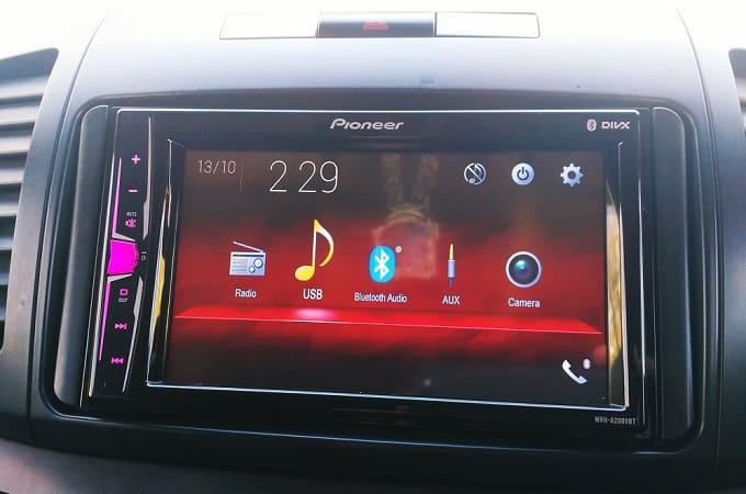 Автомагнитола Pioneer MVH-A200VBT в авто