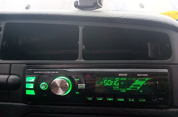 Магнитола Mystery MAR-828U в авто