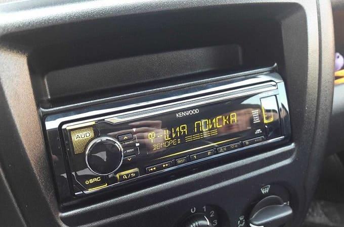 Kenwood KMM-12 в авто