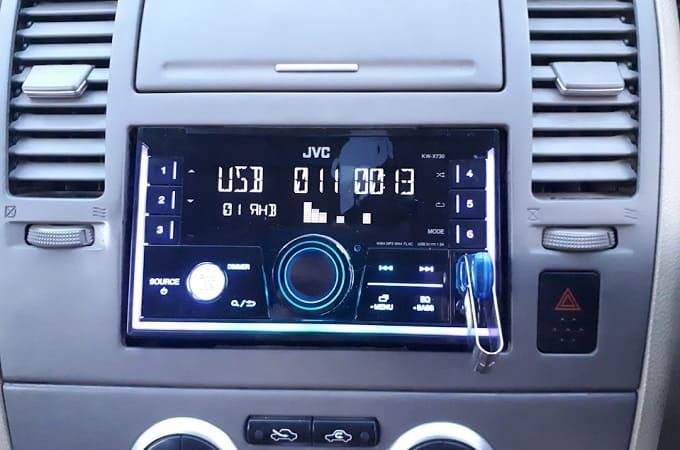Магнитола JVC KW-X730 в авто