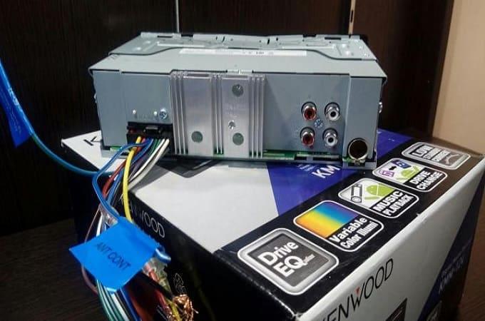 Магнитола Kenwood KMM-124 на коробке