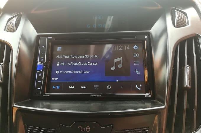 Автомагнитола Pioneer AVH-A200BT в авто