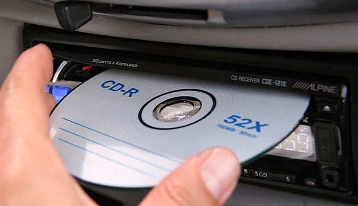 Как можно вытащить диск из автомагнитолы