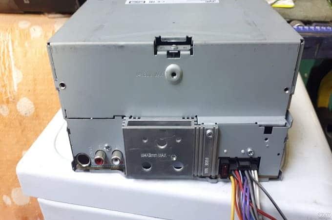 Магнитолы JVC KW-R520 с обратной стороны
