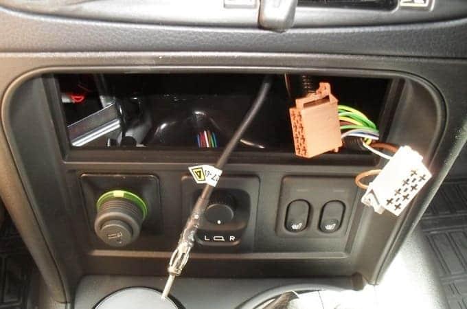 Монтаж автомагнитолы в авто