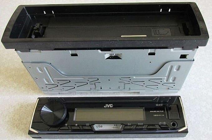 Разобранная автомагнитола JVC KD-X151